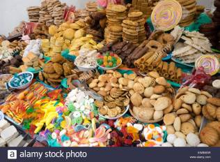 piles-of-sweets-and-candies-in-front-of-the-new-cathedral-cuenca-ecuador-EWBW5R